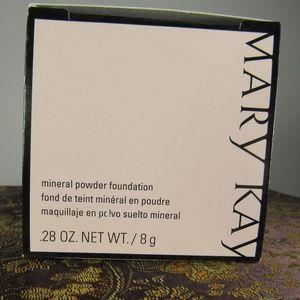 Mary Kay Ivory 2 Mineral Powder Foundation